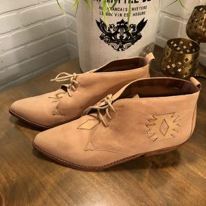 Dingo Suede Laced Ankle Boots 9M